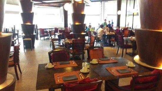 Rawi Warin Resort & Spa: Wir waren im Nebenraum, dort ist es sehr ruhig und klimatisiert