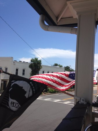 Apalachicola, Flórida: An apt Salute to those who have served freedom's ideals.