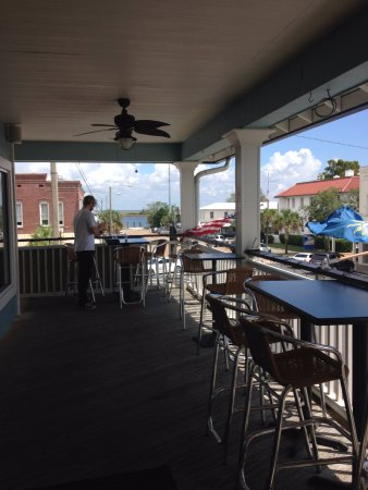 Apalachicola, Flórida: Lovely outdoor seating.