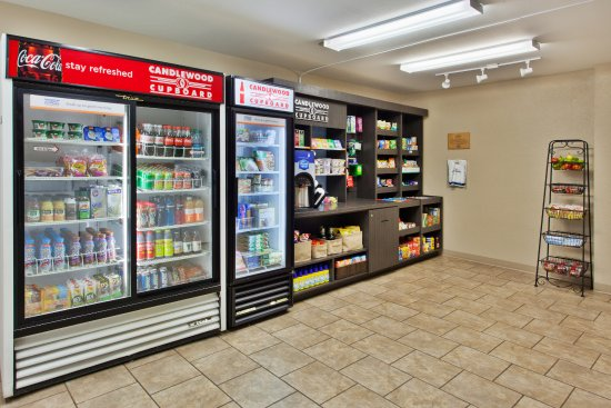 Candlewood Suites Huntsville : Snacks and beverages available 24/7 from the Candlewood Cupboard