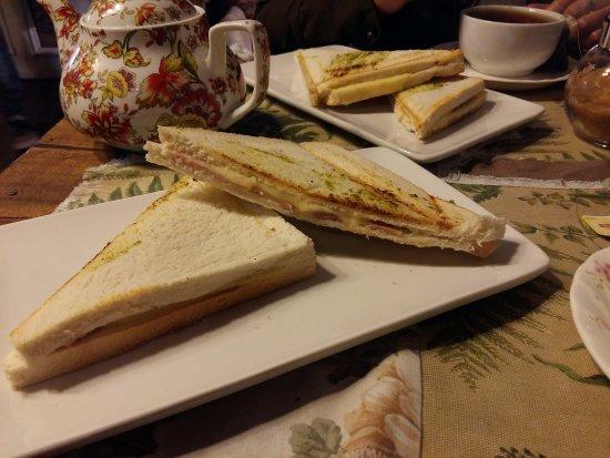 Cafe del Jardin: Sandwiches planchados