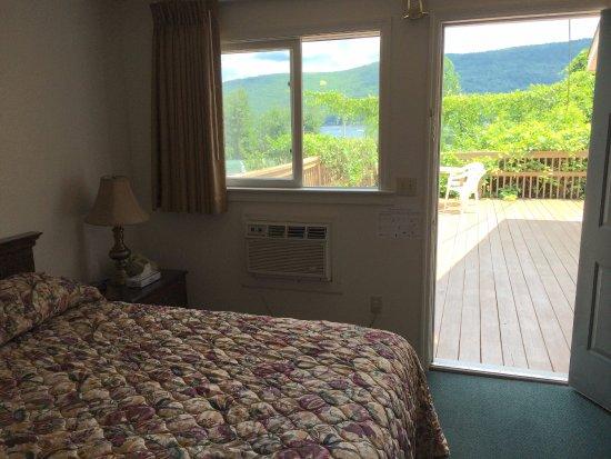 Sundowner Motel: Lakeside queen room