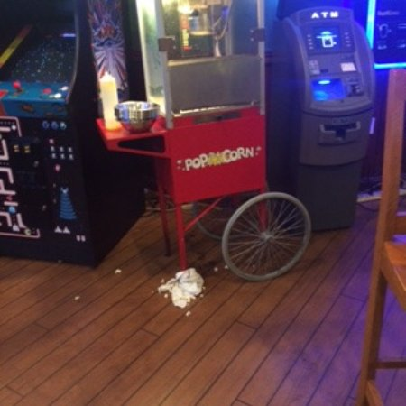 Aurora, OH: rag under near empty stale popcorn machine