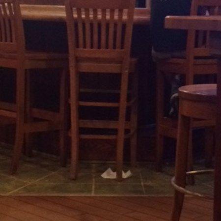 ออโรรา, โอไฮโอ: trash on floor