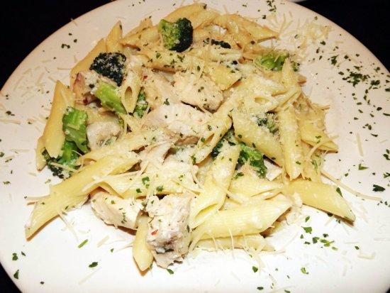 Mamma Mia's Pizza: Chicken, Broccoli  & Penne