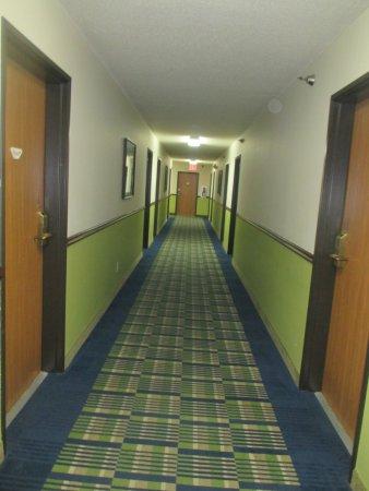 เรดวิง, มินนิโซตา: Down the corridor..