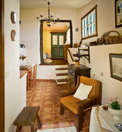 Jardin y BBQ al fondo - Picture of Casa Rural La Ganania ...
