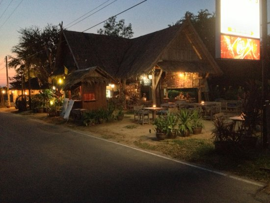 Pranburi, Thailand: Sing's Beach Bar and Restaurant