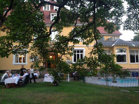 Thann, France : repas du soir dans le parc