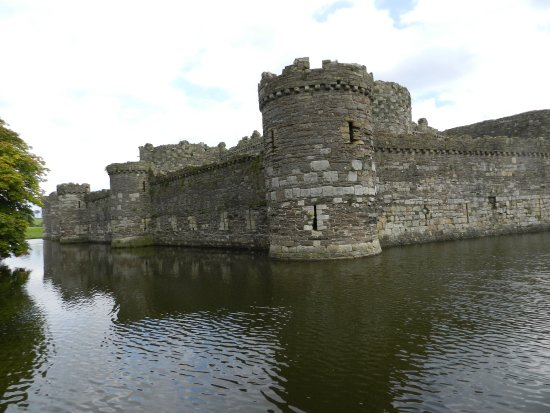 Beaumaris, UK: And it even has a moat!