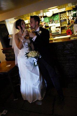 Stoke Bruerne, UK: Wedding Couple - Traditional Bar