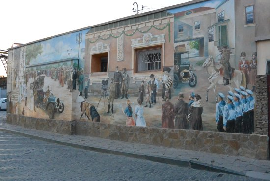 Yevpatoriya: настенная живопись на исторические события