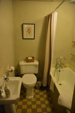 Leixlip, Irland: Nicely equip full bathroom