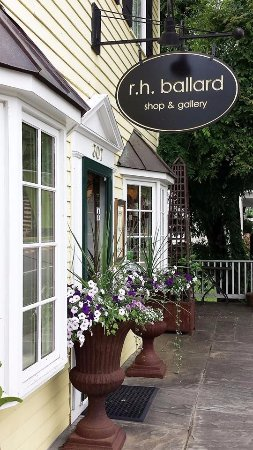 Washington, VA: Storefront of Shop & Gallery, Spring 2016