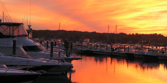 Inn at Harbor Hill Marina: Sunrise on 21 September 2016
