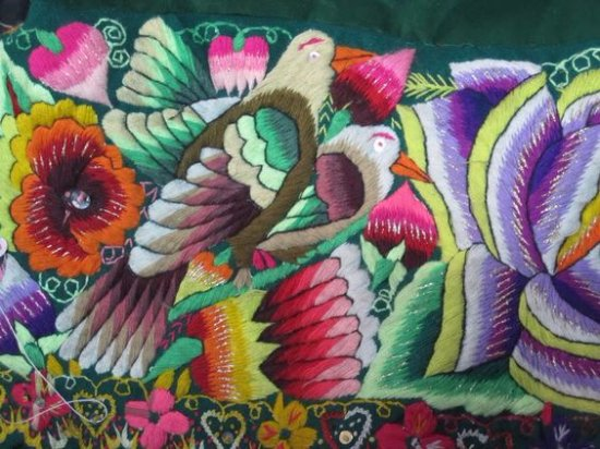 Nu Peru: Pillowcase With Colorful Doves