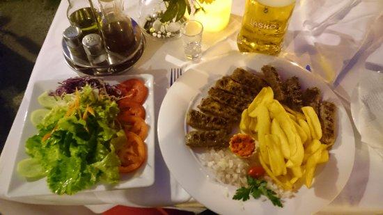 Restaurant ALKA: Mixed salad & ćevapčići