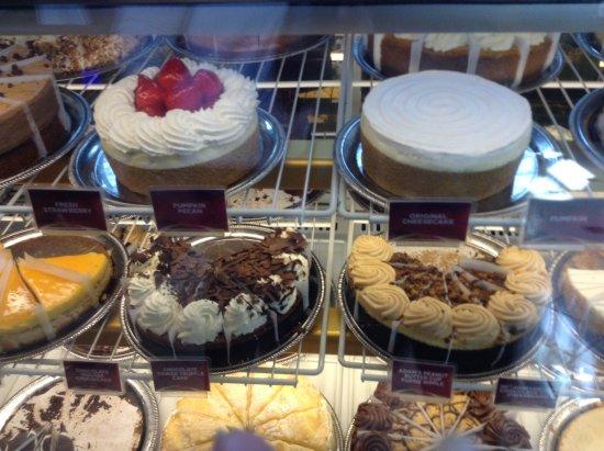 Bridgewater, NJ: Cheesecakes in showcase: delectable