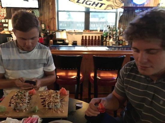 Hammerhead Bar & Grill: photo4.jpg
