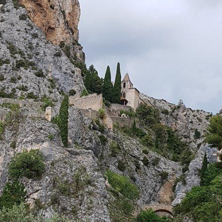 Moustiers Sainte-Marie, ฝรั่งเศส: Premier aperçu du village