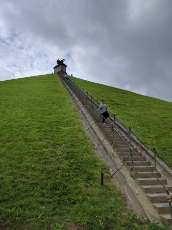 Waterloo, Bélgica: Had fun going up the staircase.
