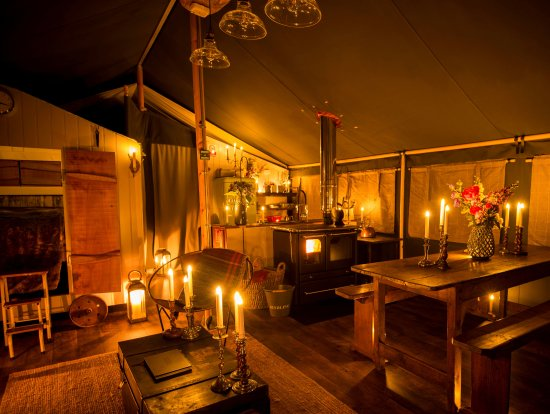 Uppingham, UK: Canvas lodge Willow at night