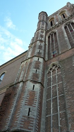 Gorinchem, Holandia: tower with windows that once let light inside the tower when it still was part of the church