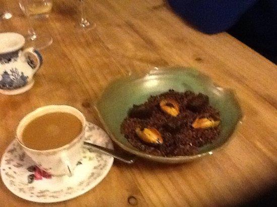 Plympton, UK: Coffee and truffles.