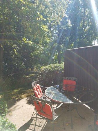Genebra, Nova York: The patio for Townhouse K