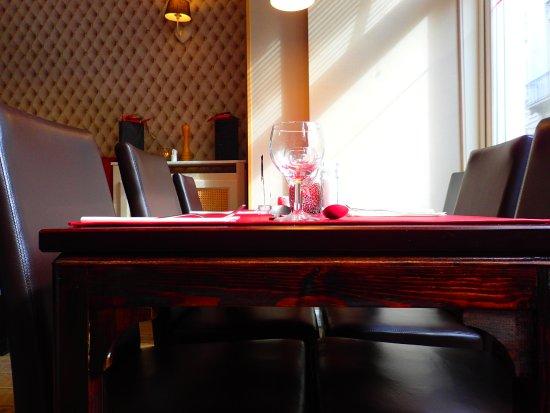 Gezellig interieur - Picture of Pili Pili, Bruges - TripAdvisor