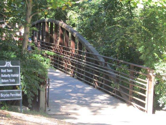 Bowling Green, KY: Bridge heading to meeting stop