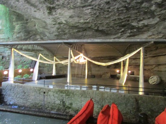 Bowling Green, KY: Dancehall floor at entrance of cave