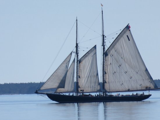 Riverport, Canadá: Bluenose just off shore