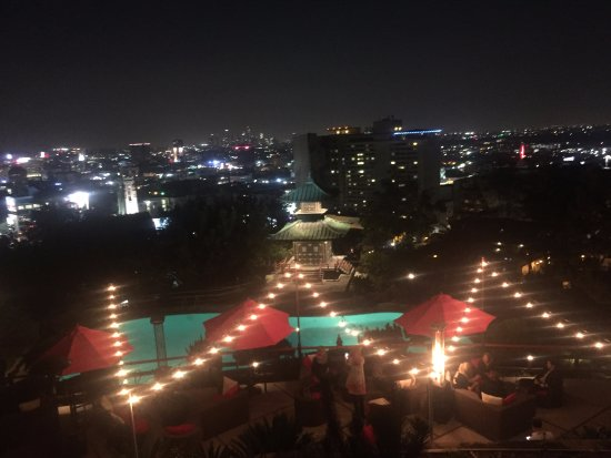 Yamashiro: another top view of the bar and LA downtown