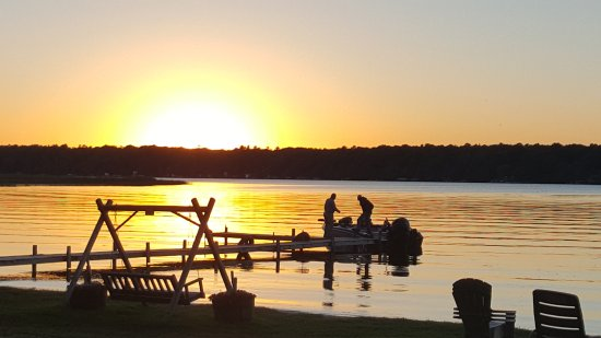 Nisswa, MN: Sunset pic from our screened in porch