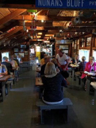 Nunan's Lobster Hut : the restaurant