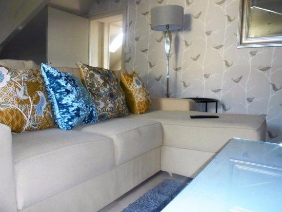 Bradford-on-Avon, UK: Rosemary suite lounge