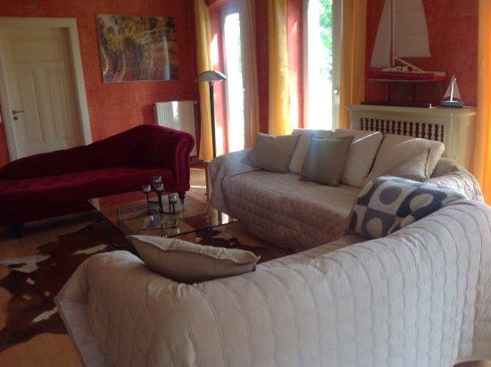das wohnzimmer der gartenwohnung - picture of landhaus panker, Wohnzimmer ideen