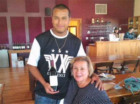 Stonewall, TX: Ed, always brings a smile and wine right to your table