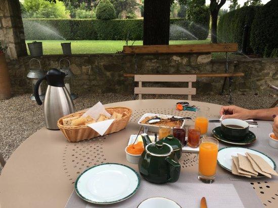 La Laupie, France: petit déj