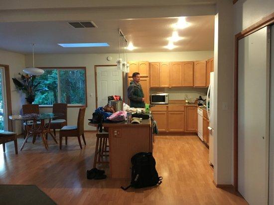 Sunset Marine Resort: Kitchen/dining of Osprey's Nest