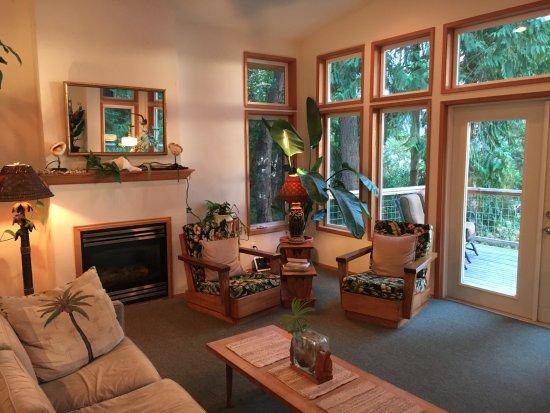 Sunset Marine Resort: Living area of Osprey's Nest