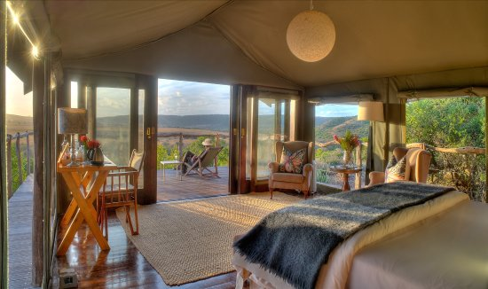 HillsNek Safaris, Amakhala Game Reserve : Tents that embrace the spectacular views