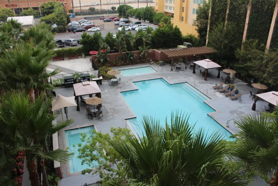 WorldMark Anaheim: pool area with kiddie pool, hot tun, and barbecue area