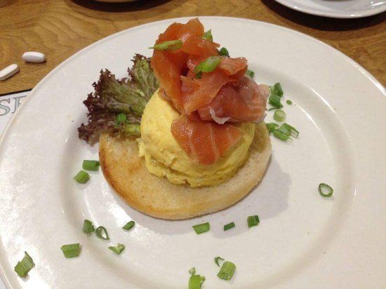 The Pier Hotel, Limerick: scrambled eggs with salmon