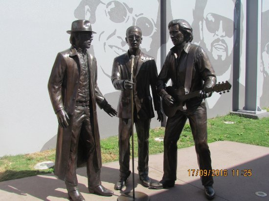 Redcliffe, Australië: Bronze statues of the boys .