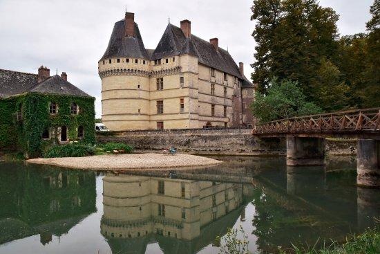 Azay-le-Rideau, France : Zicht op kasteel