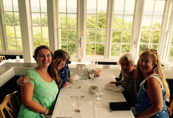 Trumansburg, estado de Nueva York: Birthday at Taughannock Farms!