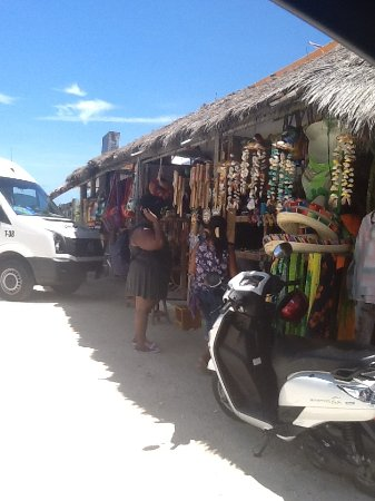 Tours Plaza - Day Tours : Shopping at Playa Bonitas