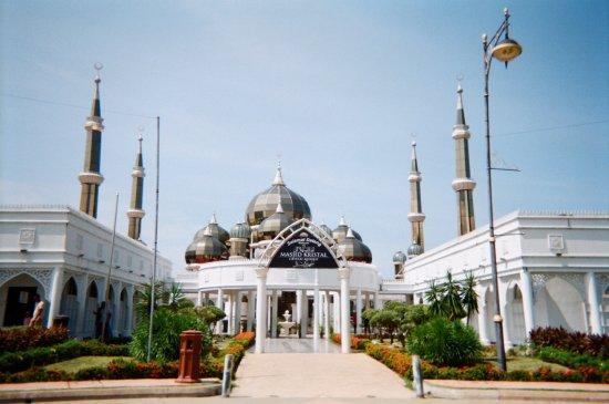 Kuala Terengganu, Malesia: outside of Crystal Mosque (taken in Fujifilm camera)